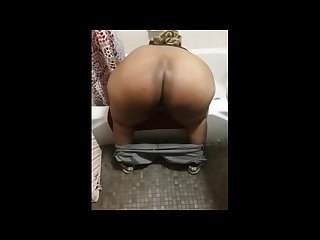 Big giant huge black ass shaking and twerking
