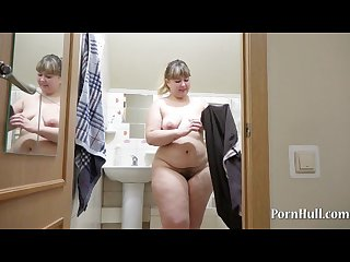 Irina bbw pissing in the shower