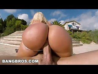 BANGBROS - Blondie Fesser Twerking Her Big Ass In Public (ap14366)