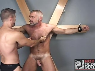 Hot mature muscle bear action