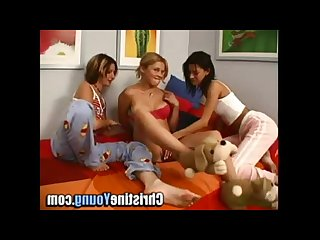 Amateur lesbian threesome with three french canadians