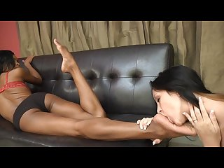 Ebony isis gets foot worship