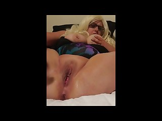 Masturbating slut squirting