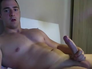 Uk hunk strokes and cums