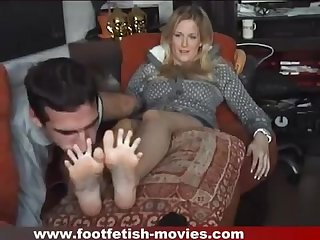 Foot smelling between the toes