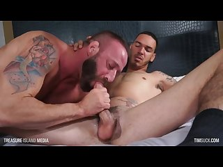 Muscle daddy swallows deep on daddy cream s thick Caramel cock
