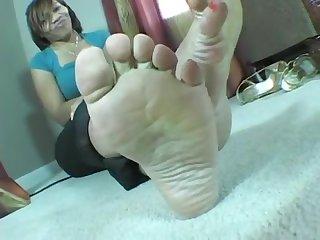 Kat lady bare soles