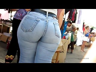 Candid fat juicy butt in jeans