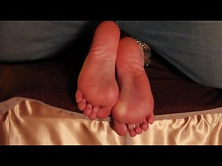 Massive cumshot on sexy soles