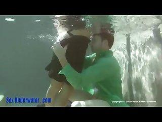 Underwater break up make up