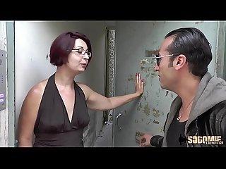 Elle se fait enculer dans la cave pour tromper son mari