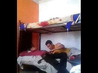 Joven hetero se queda dormido y lo sorprenden con una mamada Spy cam