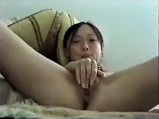 Hot asian masturbates pussy with hairbrush perfectcambabes period com