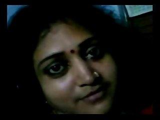 Maaal Desi Aunty