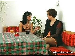 Slutty mature brunette gets her wet