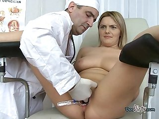 Blonde whore gets her wet pussy penetrated