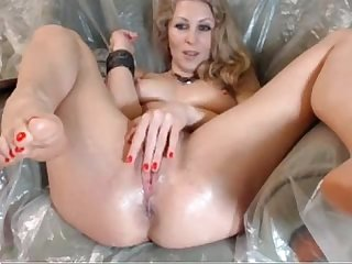 Blonde Webcam Beauty Puts on Creamy Show - hotwebcam69.com