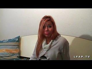 Casting jeune rouquine defoncee dans un gangbang interracial
