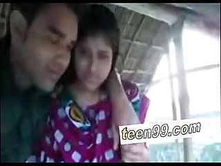 Indian village girl kissing boyfriend in outdoor scandal www teen99 com