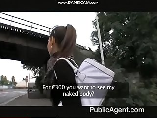 public agent eating a thief inside the car