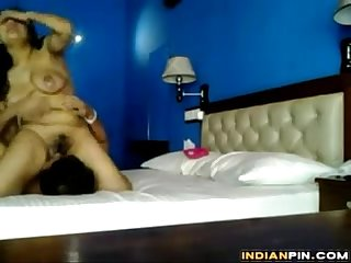 Indian lovers make a homemade Sex tape