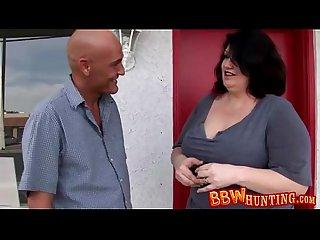 Mature bbw gets a bit naughty