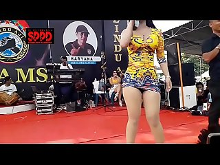 Indonesian erotic dance pretty sintya riske wild dance on stage