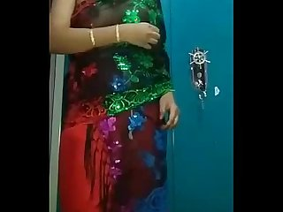 Desi Bhabhi in traditional Sari getting naked freehdx