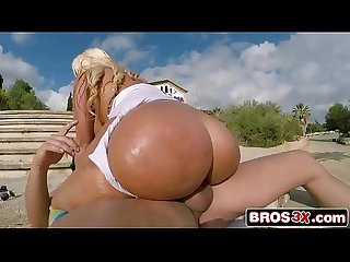 Big booty chick blondie fesser twerking somewhere in europe