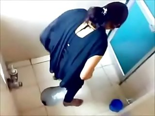 VID-20080827-PV0001-Ghatkopar (IM) Hindi college girls toilet hidden sex porn video