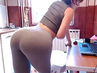 Amateur chat girl with sexy yoga pants
