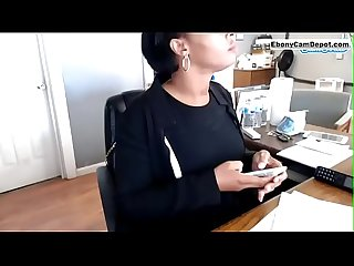 Thick ebony cam cam girl squirts all over her computer at work