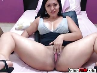 Hot Amateur colombian whore shows her cunt on web cam