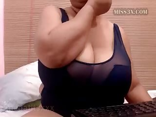 Bbw ready to show her huge tits and wet pussy