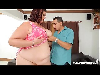 Big Booty BBW Erin Green Shows Off Her Assets at Plumperpass