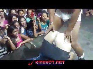 Bailando sexy la flaca se arrecga y quiere pene http www kinehot net