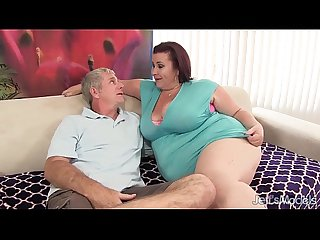 Fat n stacked lady lynn gets her pussy drilled