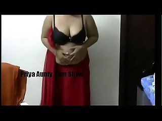 Desi Priya Aunty nude cam show