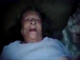 Cojiendo con mi Abuela