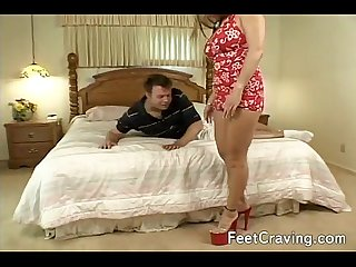 Hot girl gets her feet licked