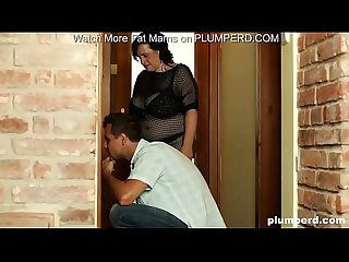 Fat milf call plumber but she can t hold facesitting on him