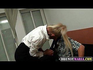 Secretaria cachonda madura de brunoymaria le gusta follarse a jovencitos