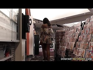 Ebony Yara Skye's First Experience At Gloryhole