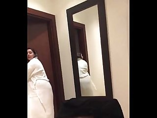 Kareena showing her beautiful body and teasing her boyfriend in hotel