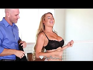 Puremature corinna blake plays with vibrator before fuck