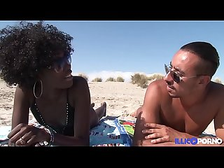 Ils baisent sur une plage nudiste full video
