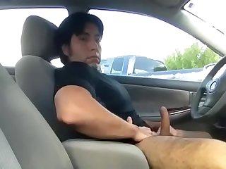 Peludo Gostoso batendo Punheta no carro 07