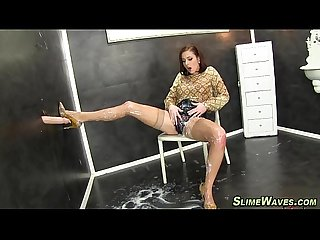 Glamour slut gets bukkake