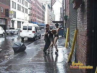 Two bints pleasure a stunning brunette on the middle of the street