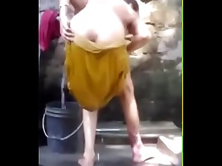1 Desi Aunty bath capture hidden cam Mp4